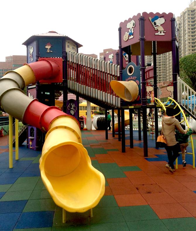 snoopy theme park playground slide