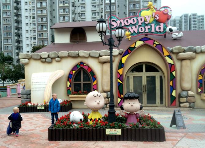 snoopy theme park wedding