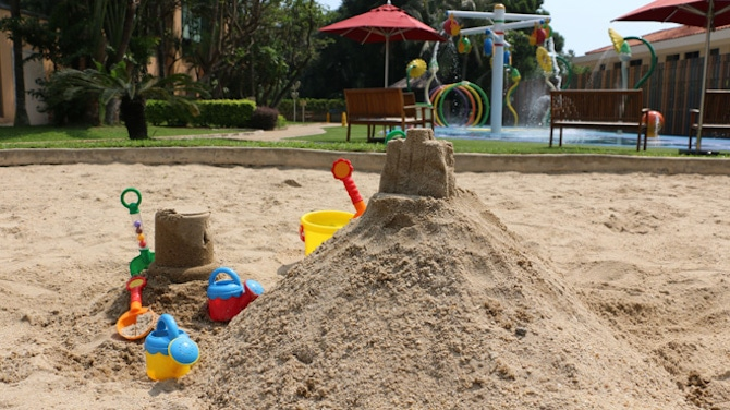 sand-pit family hotel hong kong gold coast