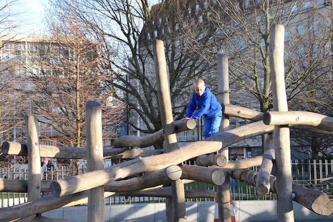 Jubilee playground near London Eye - Ned on logs