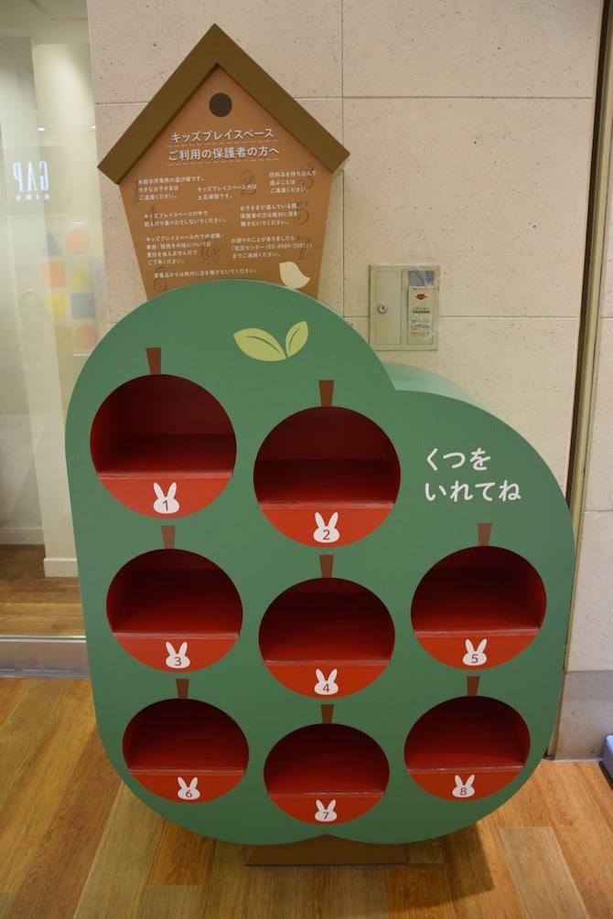 Photo Sunshine City Tokyo Ikebukuro - sunshine city kids play area shoe hole