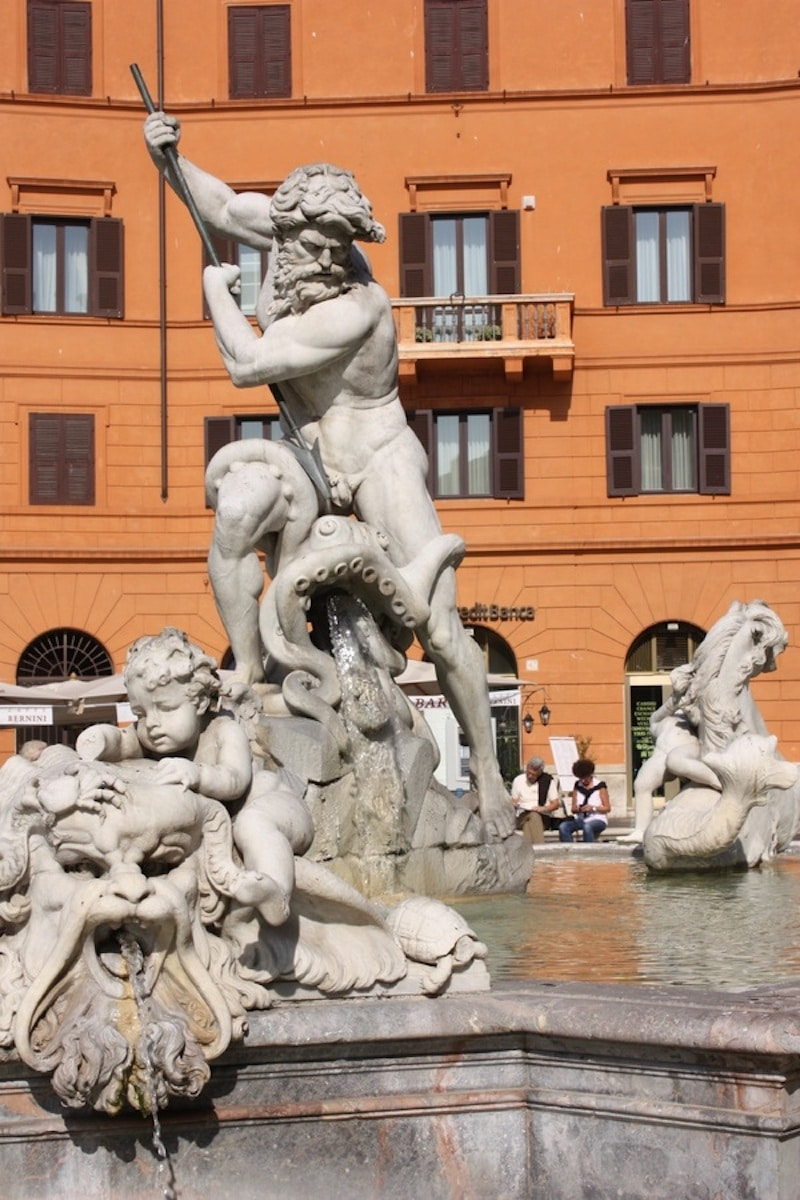 things to do in piazza navona? see fountain of neptune pic