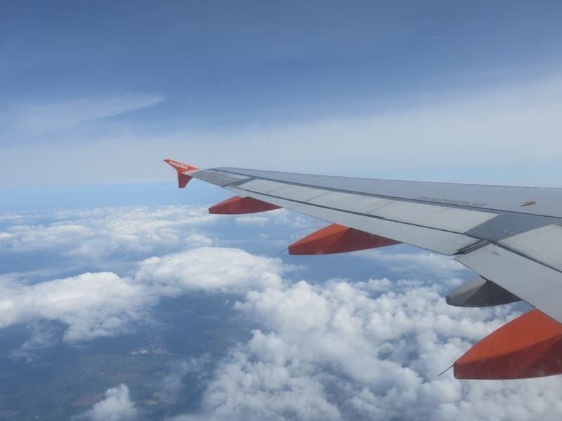 easy jet cheap flights london to paris flights in the air pic