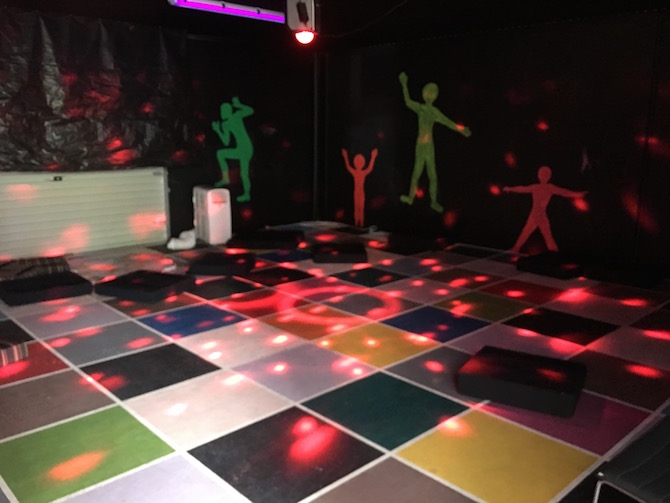 Visit ROAM THE GNOME Family Travel Directory for MORE SUPER DOOPER FUN ideas for family-friendly travel around the world. Search by City. Photo Yard Apes Indoor play centre disco