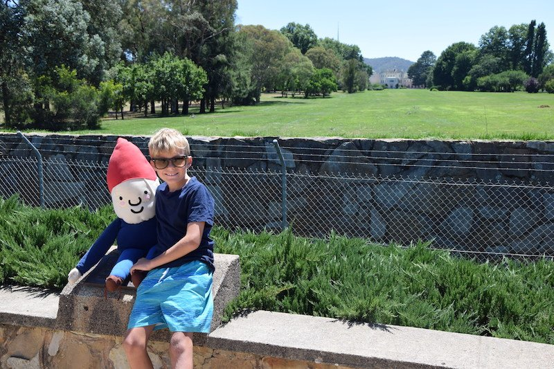 government house canberra lookout with building in view pic