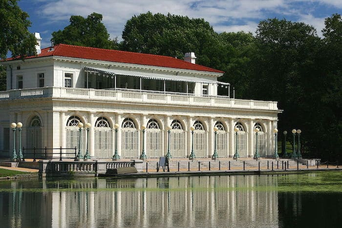Visit ROAM THE GNOME Family Travel Website Directory for SUPER DOOPER FUN ideas for family vacations around the world. Search by city. Photo - Prospect Park boathouse at Childrens Corner Prospect Park