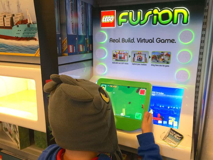 Visit ROAM THE GNOME Family Travel Website Directory for SUPER DOOPER FUN ideas for family vacations around the world. Search by city. Photo - Lego Brick Store New York virtual games
