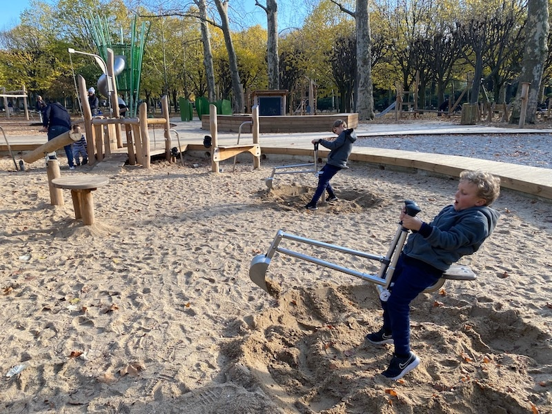 jardin du luxembourg playground digging machine pic