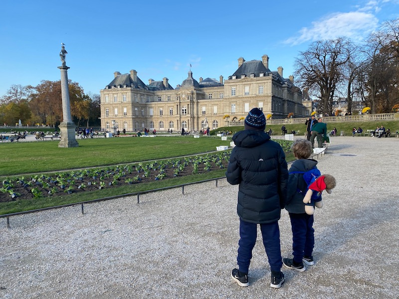 jardin du luxembourg palace with boys