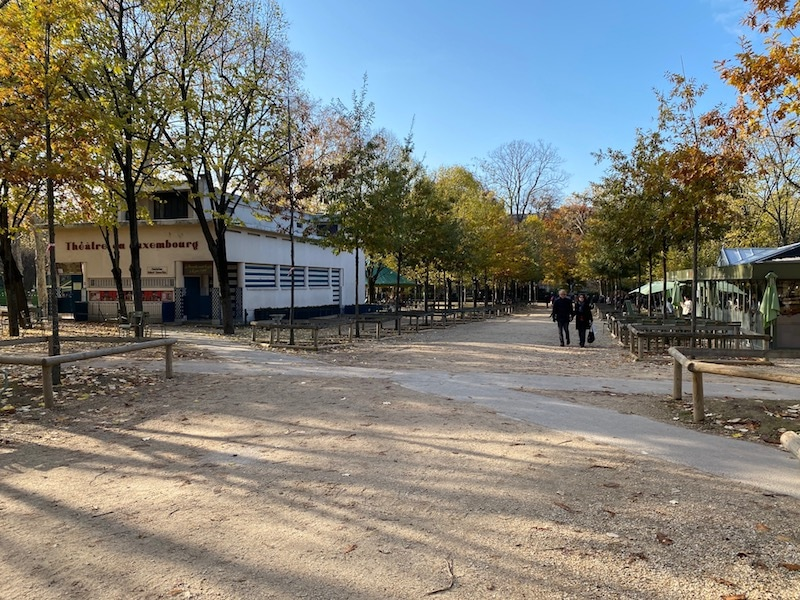 entrance road to jardin du luxembourg playground
