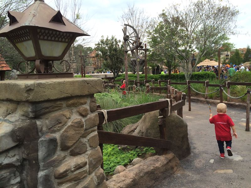 disney world with toddlers - running off pic