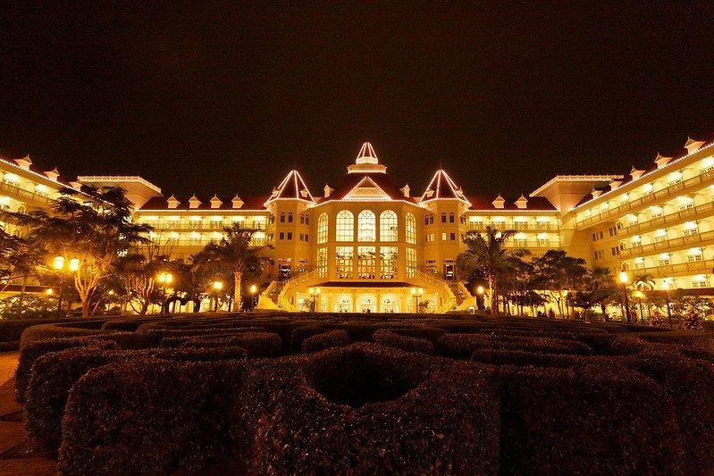 hong kong disneyland hotel at night pic