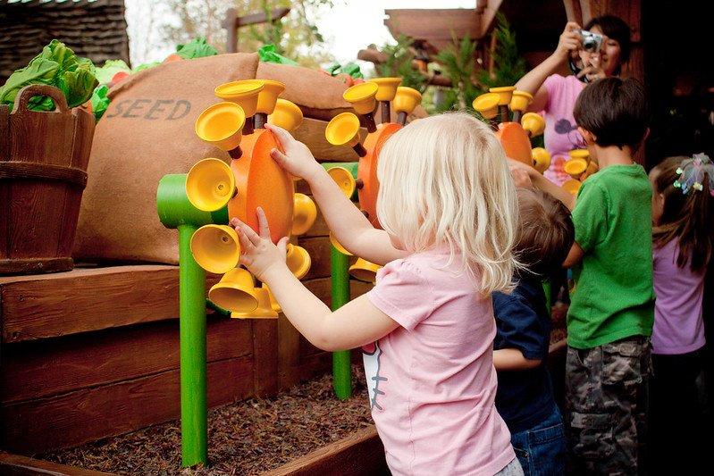 interactive queue at winnie the pooh ride MK by rain0975