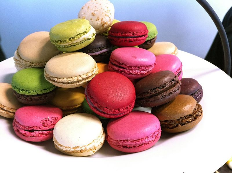 macarons at eiffel tower pic