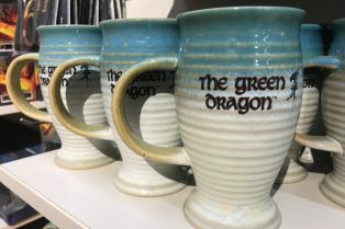 hobbiton gift shop green dragon inn mugs pic