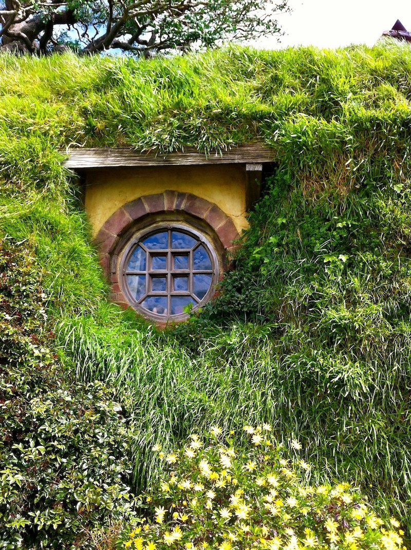 hobbiton middle earth movie set window pic by maria nayef