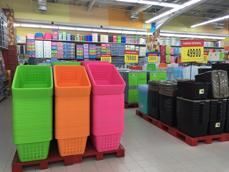 Carrefour Bali Supermarket on sunset road - plastic containers pic