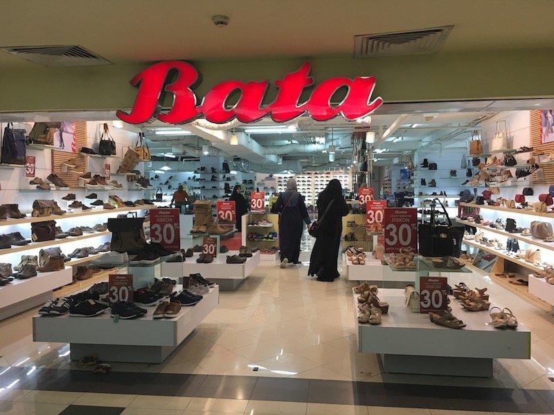 Carrefour shops Bata shoes shop pic