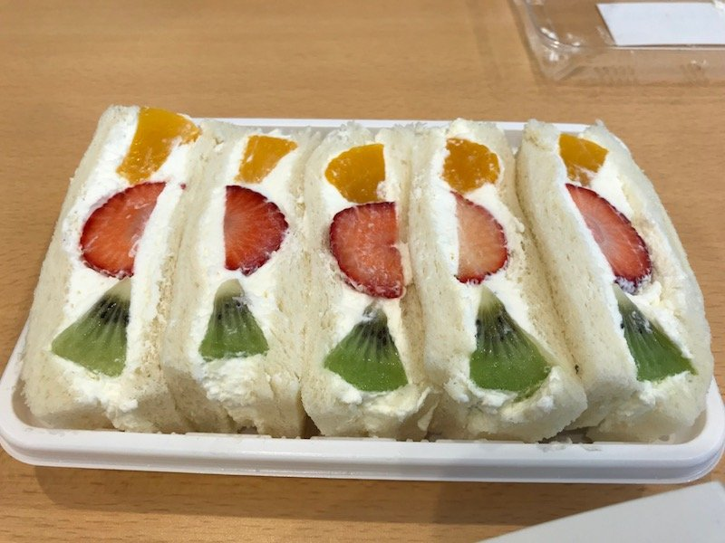 fruit sandwiches in japan pic