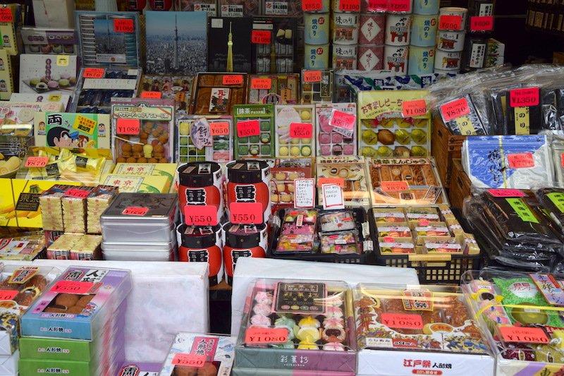 japanese snack shopping at asakusa pic