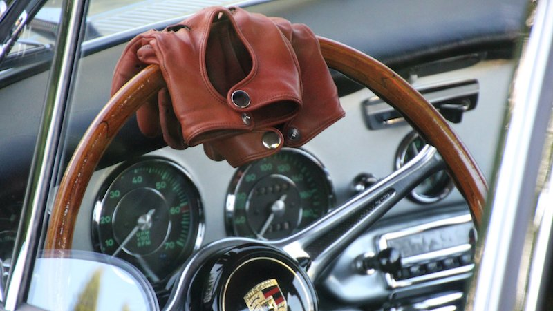 leather gloves on steering wheel pic
