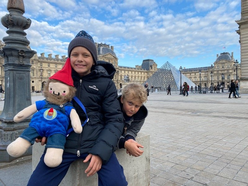 louvre museum with kids ned and jack pic