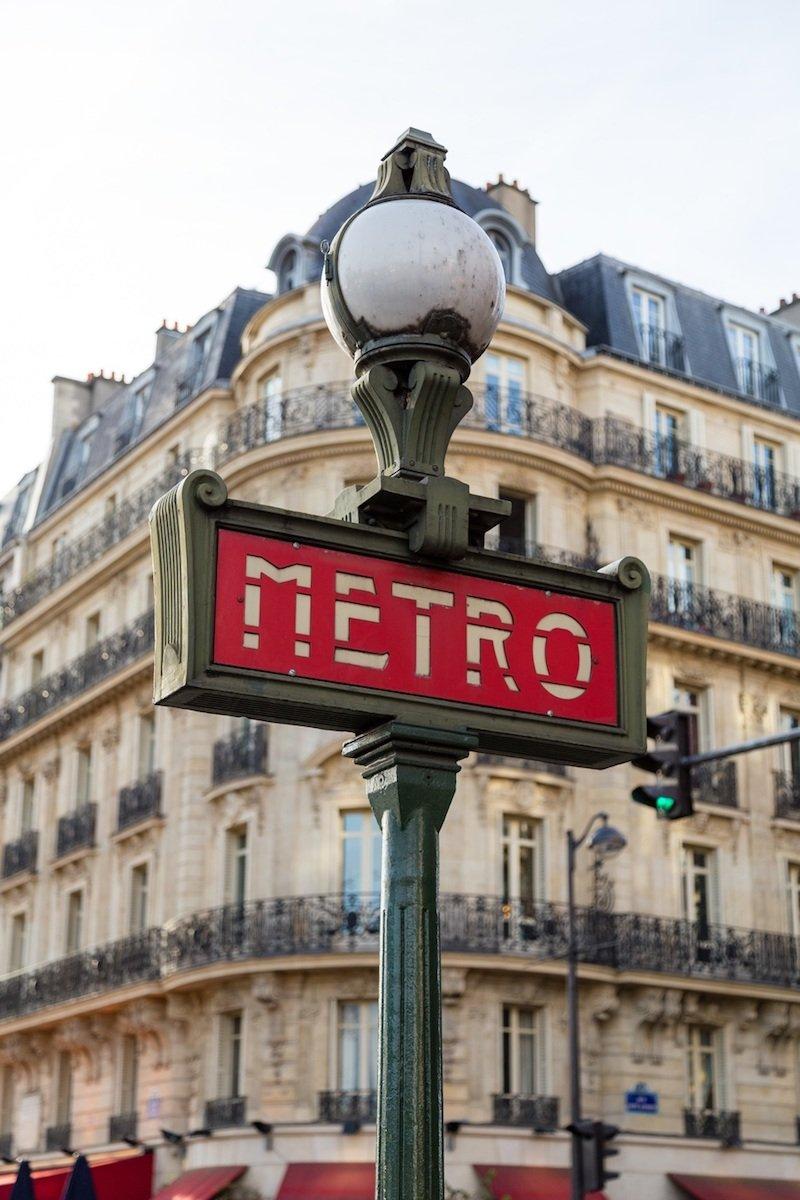 paris metro sign pic