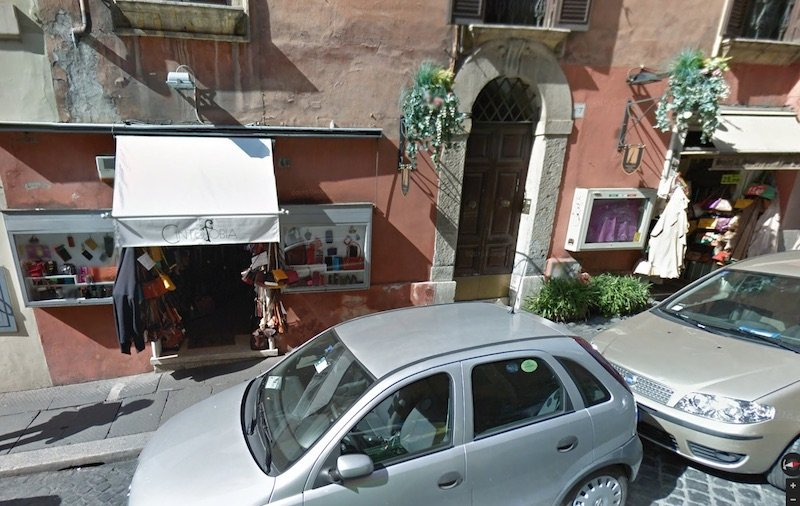 rome shopping street view pic
