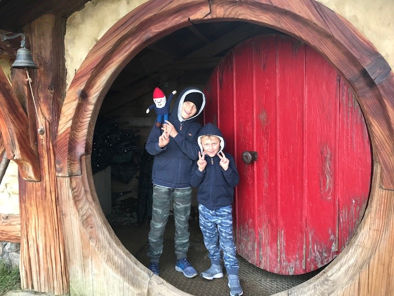 hobbiton movie set tours in new zealand - hobbiton house you can enter pic