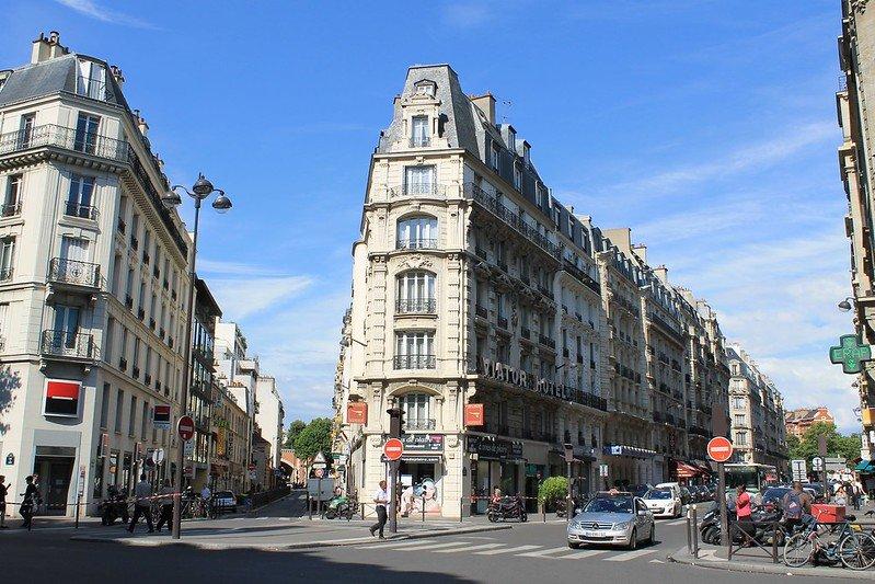 paris city streets pic