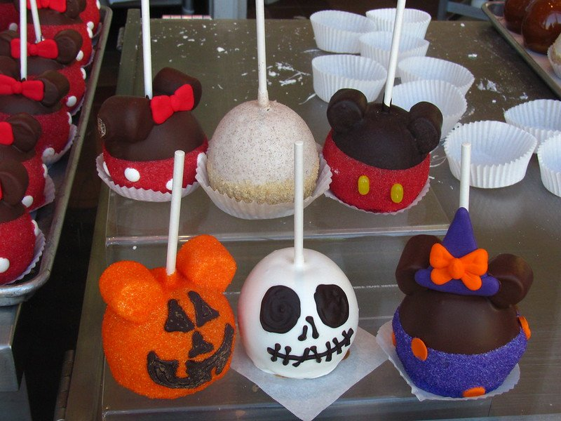 disneyland halloween candy apples pic by loren javier