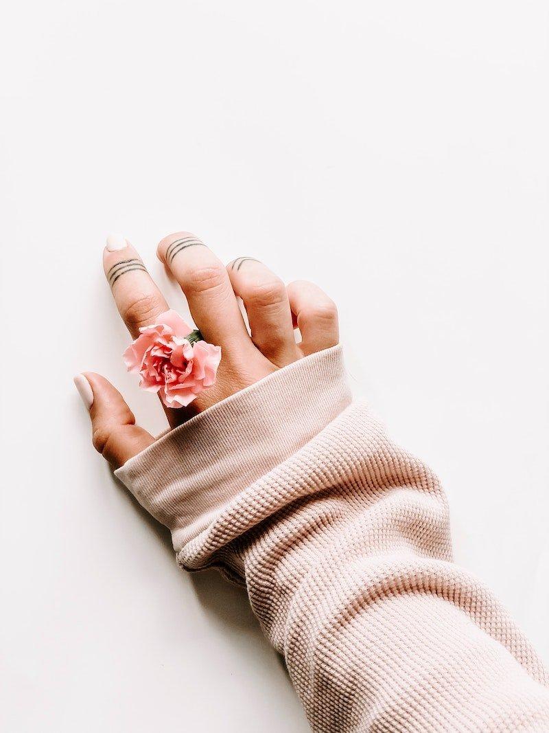 flower jewelery by julia kuzenkov