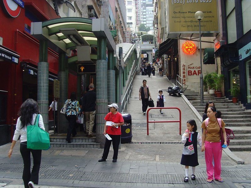 hong kong central mid levels escalator start pic by klaus nahr